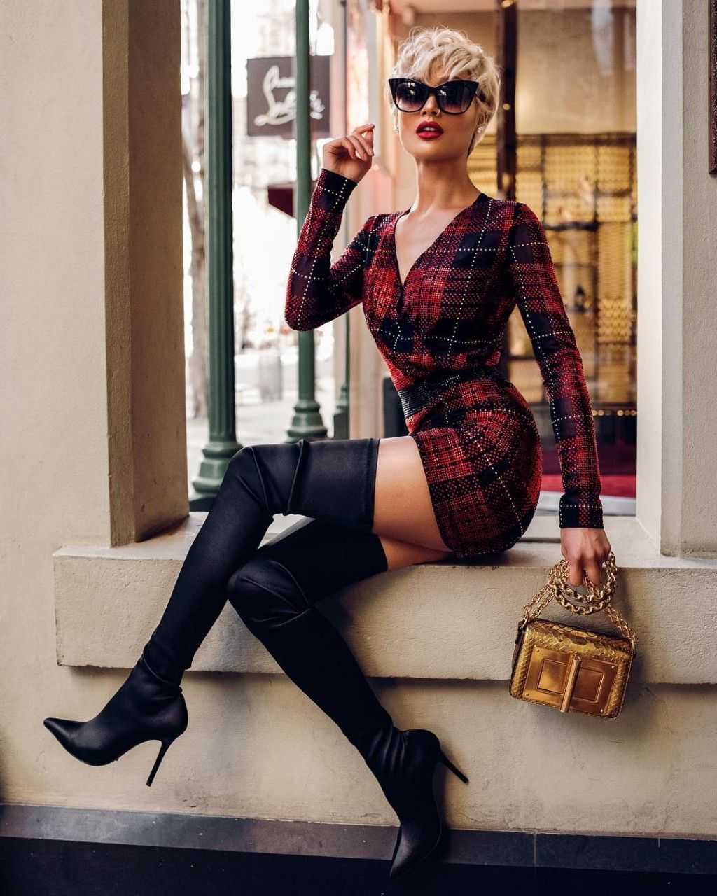Платье туника с ботфортами