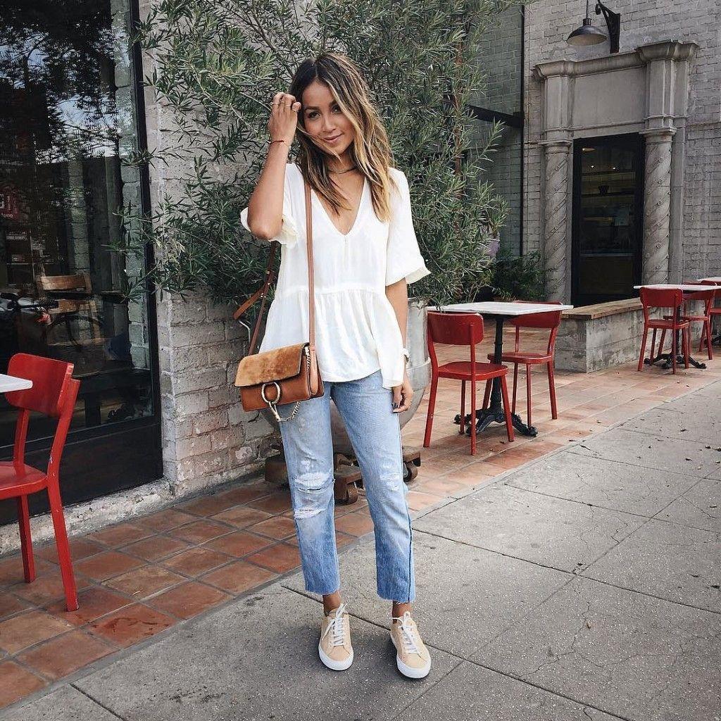 Розовые кеды с джинсами
