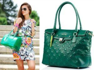 платье с зеленой сумкой