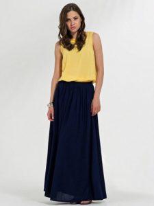Синяя юбка с желтой блузкой