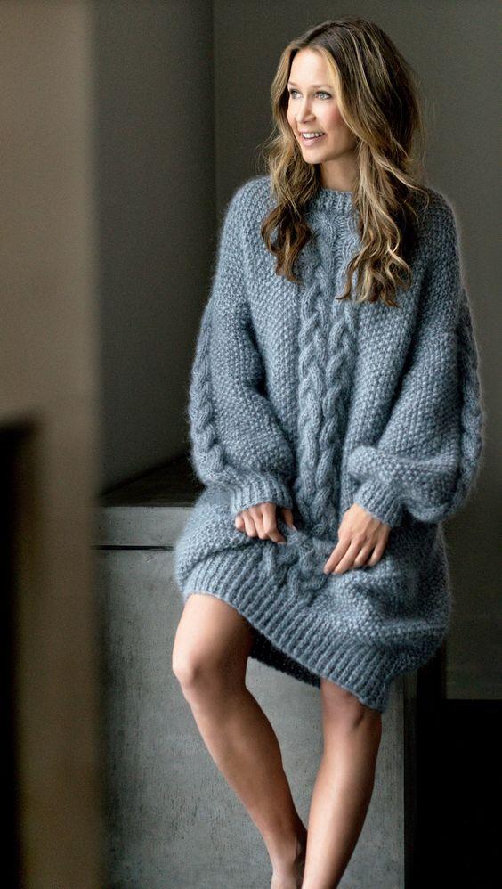 Серое платье свитер
