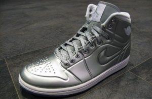 кроссовки из дорогого материала