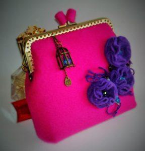 Розовая сумка из фетра с цветами