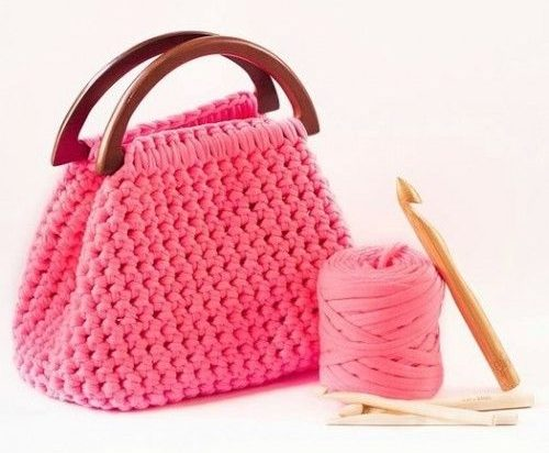 Ярко-розовая сумка крючком