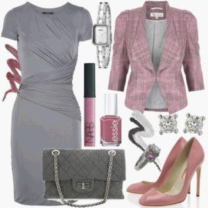 розовые украшения к серому платью