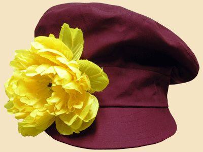 Картуз с желтым цветком