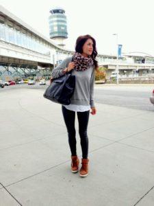 свитер с кроссовками
