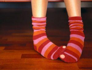Дырка на носке