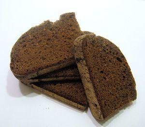 Чистим замшу ржаным хлебом