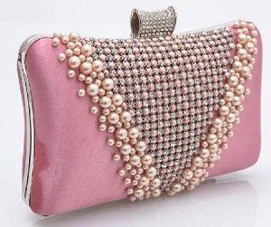 Розовая сумка клатч с отделкой