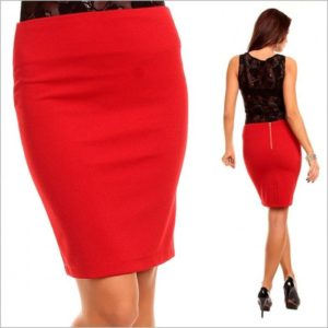 Красная юбка с черной блузой