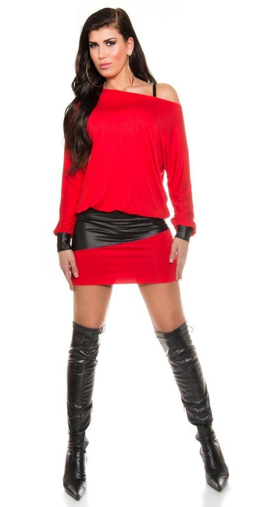 Красное платье с широкой вставкой из кожи