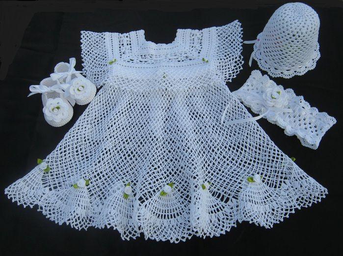Крестильное платье, чепчик и пинетки