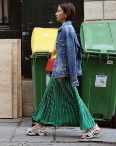 кроссовки баленсиага с длинной юбкой
