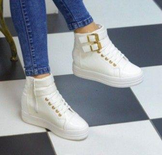 Белые высокие кроссовки с джинсами