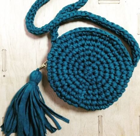 Темно-синяя круглая сумка