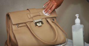 Чистим светлую сумку от чернил
