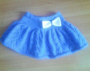 голубая юбка с бантиком
