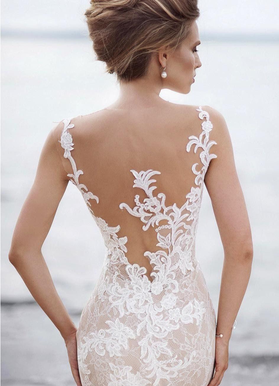 Свадебное платье приталенное с отделкой