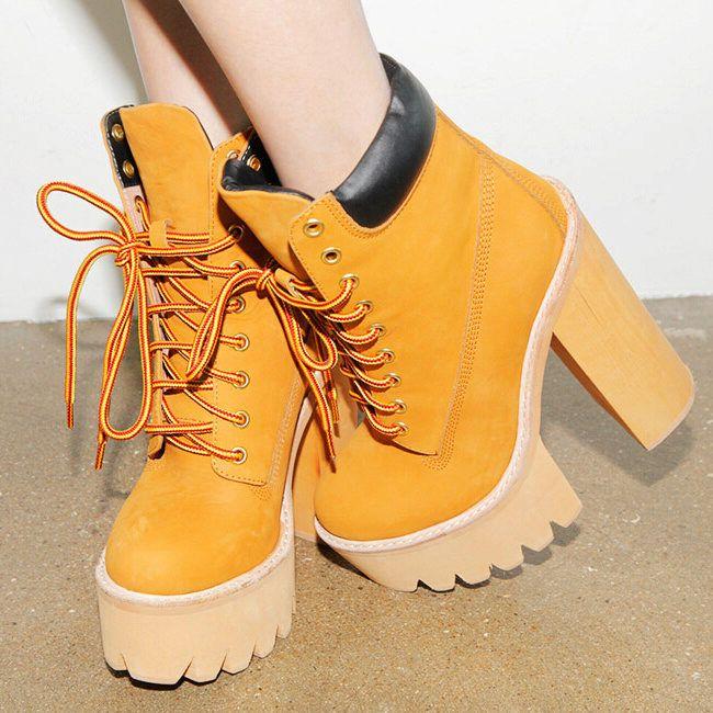 Желтые ботильоны на шнуровке
