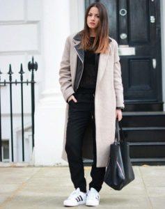 пальто и кроссовки сочетание фото