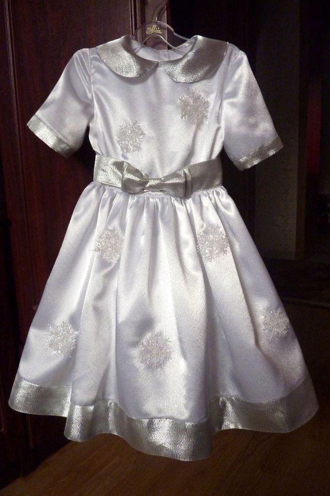 Пластмассовые снежинки на детское платье
