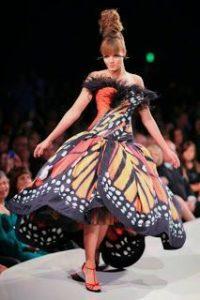 платье Luly Yang с крыльями