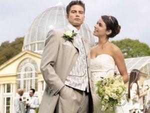 платье невесты и жениха цвета айвори