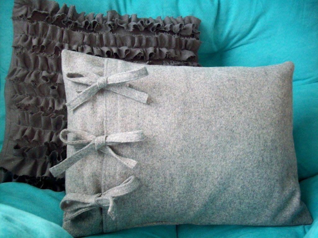 подушка из старого пальто