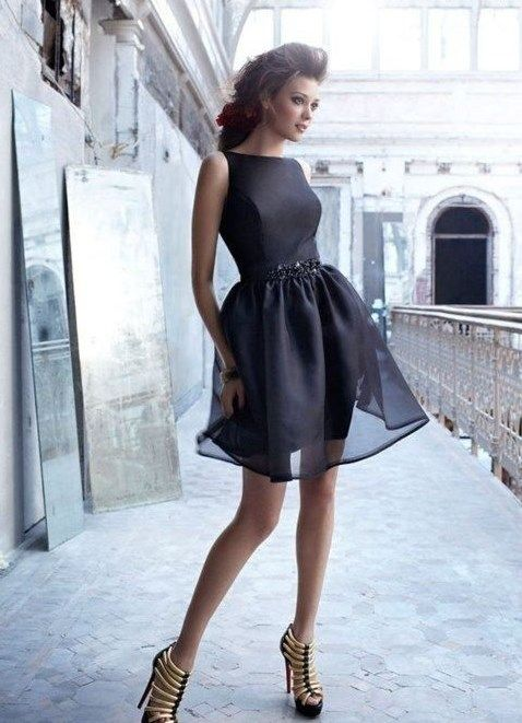 Черное платье и прозрачный чехол