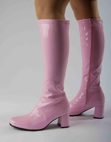 розовые сапоги в деловом стиле