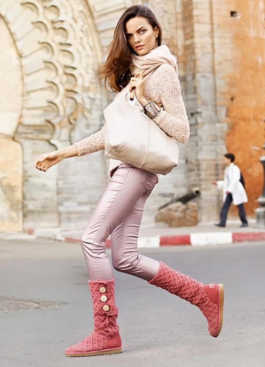 розовые сапоги с брюками