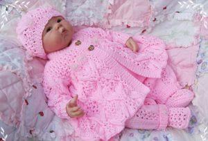 розовый костюм для девочки спицами