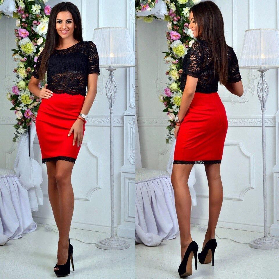 Красная юбка с черным верхом