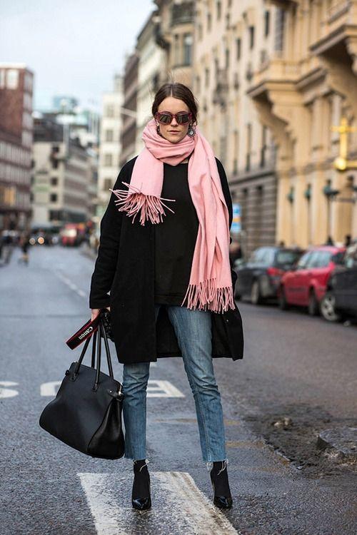 шарф к тёмному пальто