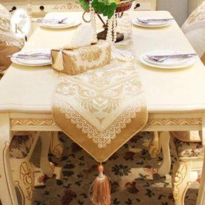 Раннер - узкая скатерть на столе