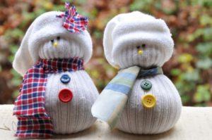 снеговик из чулка своими руками