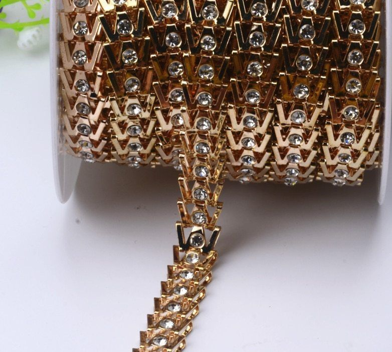 Украшение сумки лентами с камнями