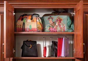 сумки в шкафу