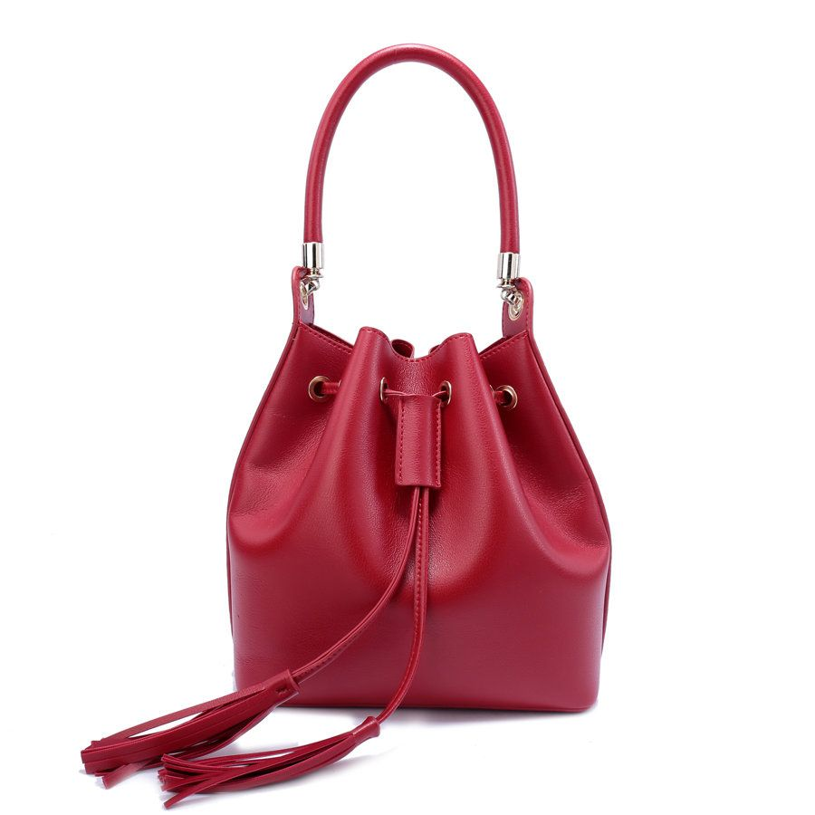 Красная сумка из кожзама