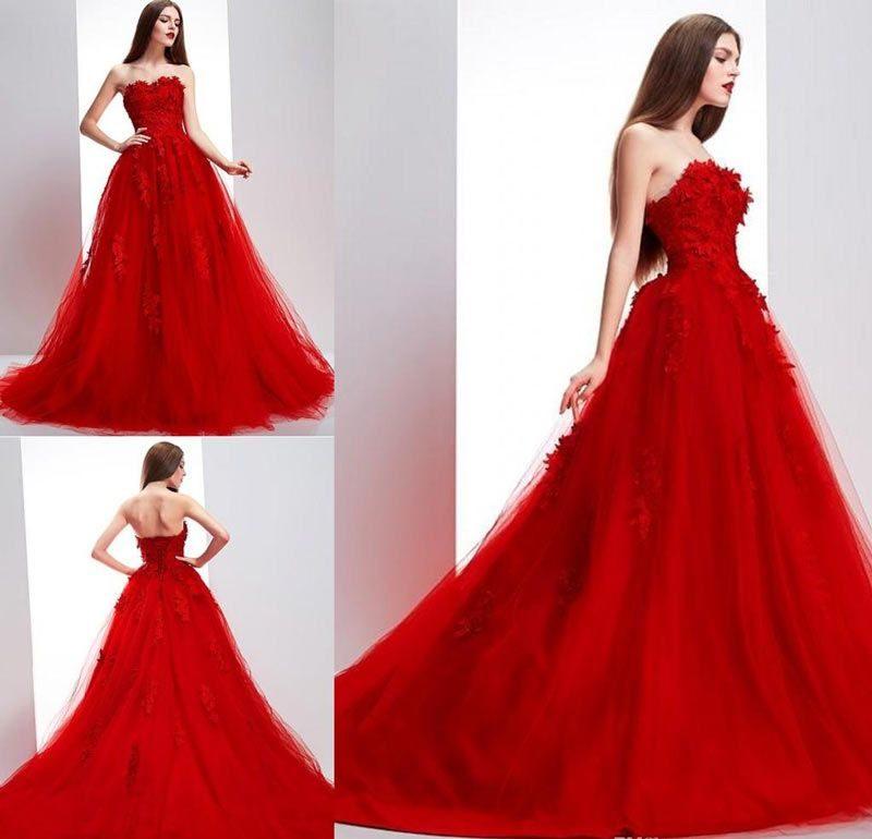 Украшение свадебного красного платья цветами