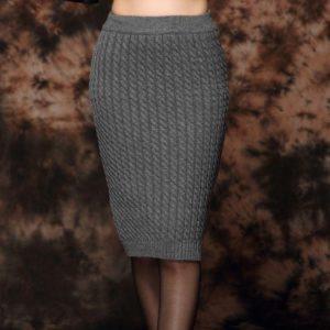 серая прямая вязаная юбка