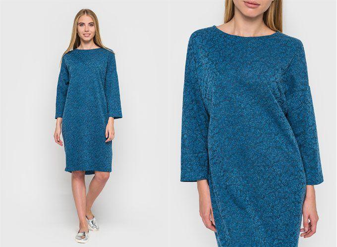 Голубое трикотажное платье