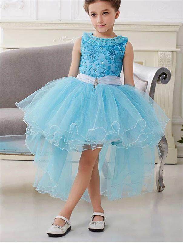 Платье голубое из фатина со шлейфом