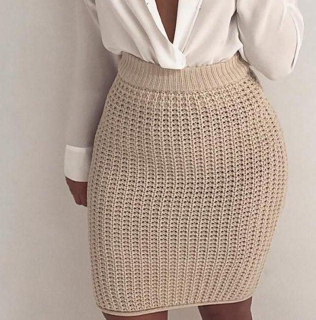 Бежевая юбка спицами