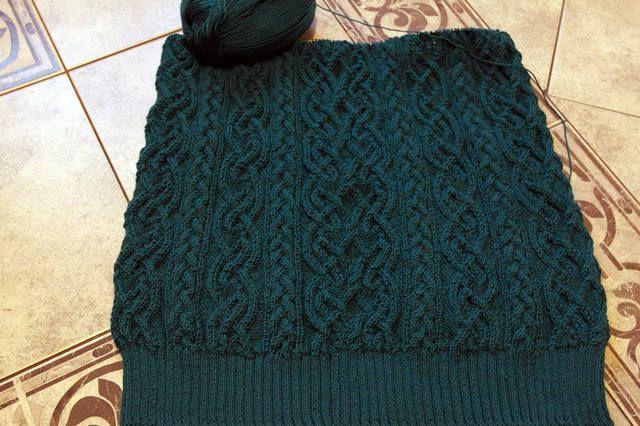 темно-зеленая юбка с аранами