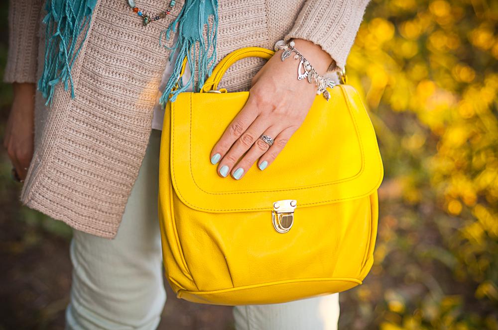 желтая сумка в деловом стиле