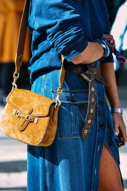 желтая сумка под джинсовое платье