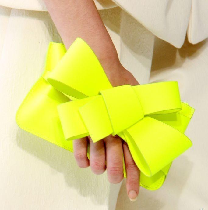 Желтая сумка клатч