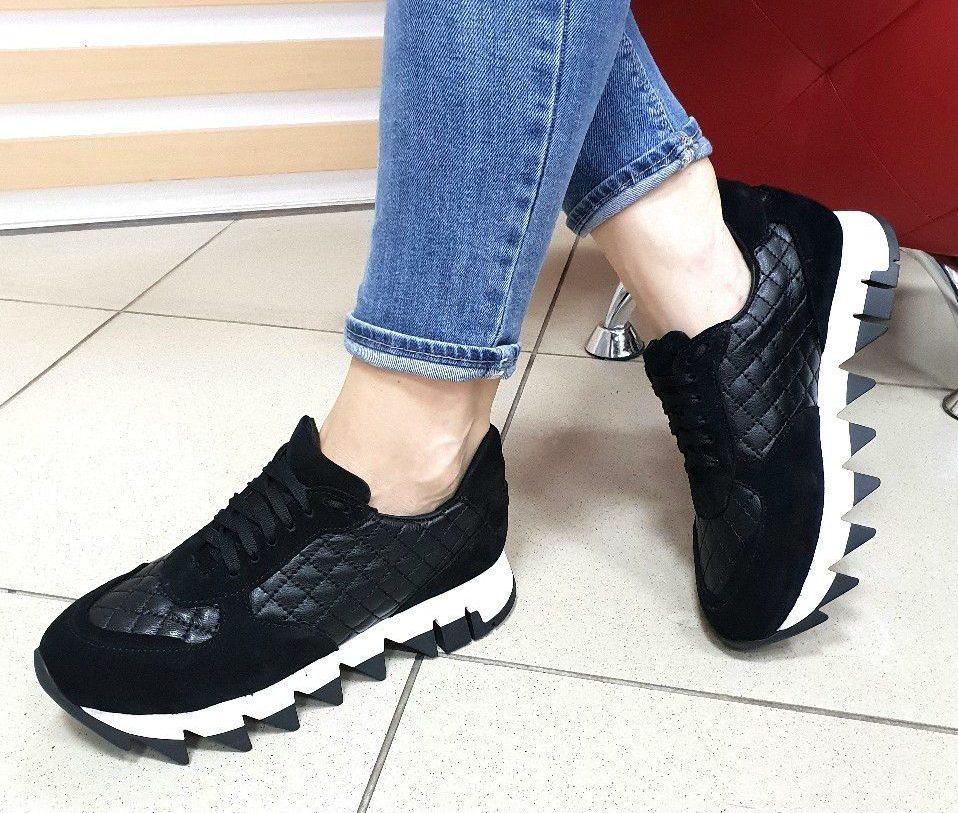 Женские кроссовки на зубчатой платформе